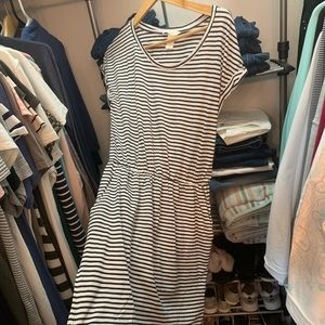 Brand new and never worn h&m dress with pockets
